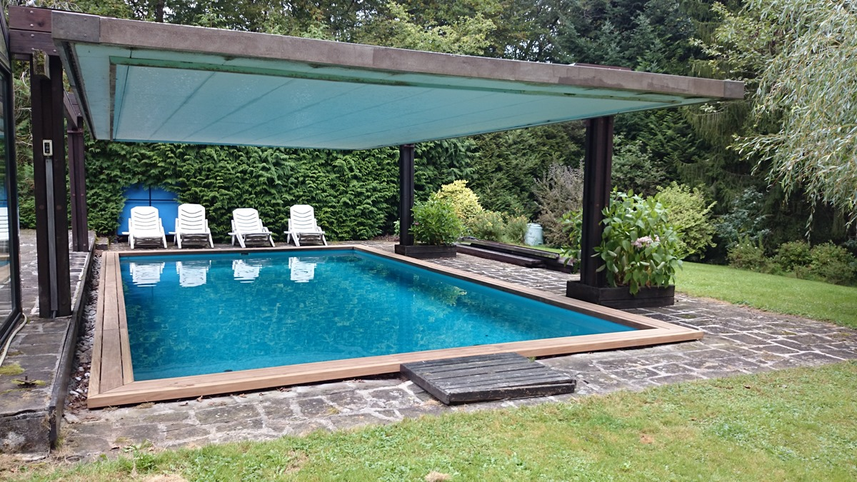 Piscine avec toit py09 jornalagora for Piscines enterrees